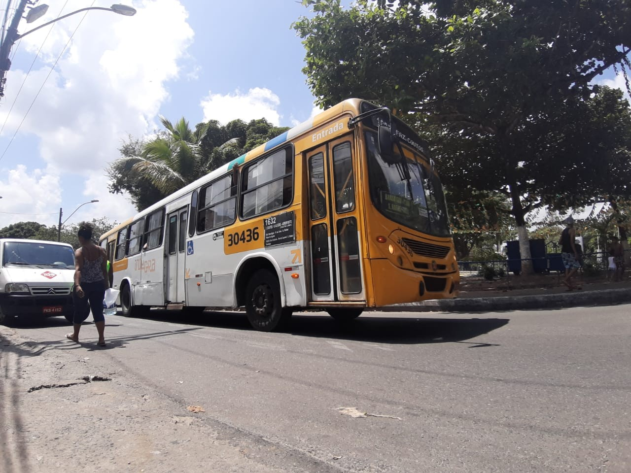Ônibus de Salvador têm horários antecipados durante período de medidas restritivas; confira