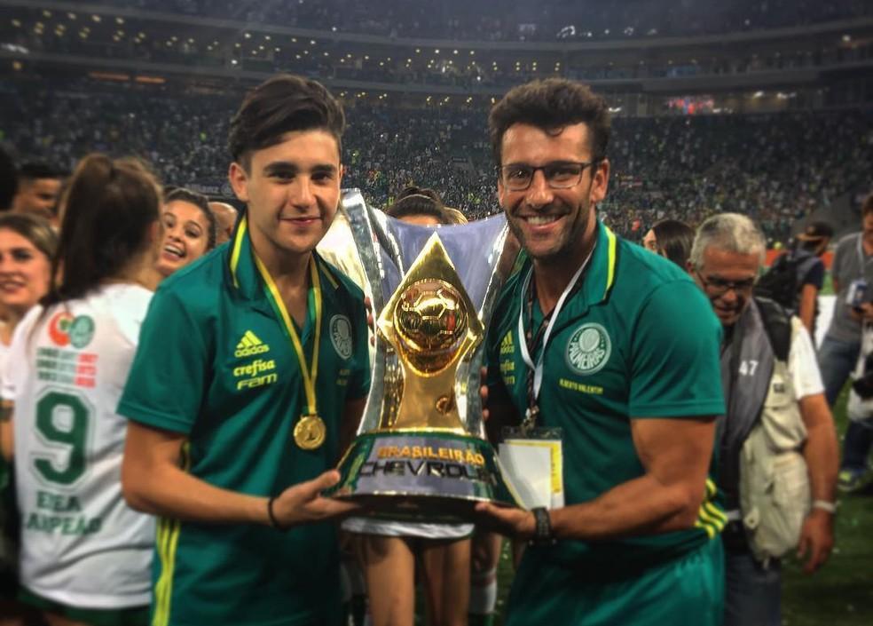 Alberto Valentim com o filho, Diego, na conquista do título brasileiro de 2016 (Foto: Reprodução/Instagram)