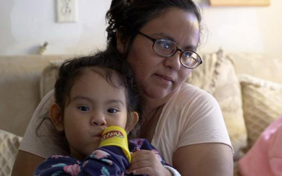 Às vezes, não há o que comer', diz Débora Hernández, cidadã americana nascida em Escobares — Foto: BBC