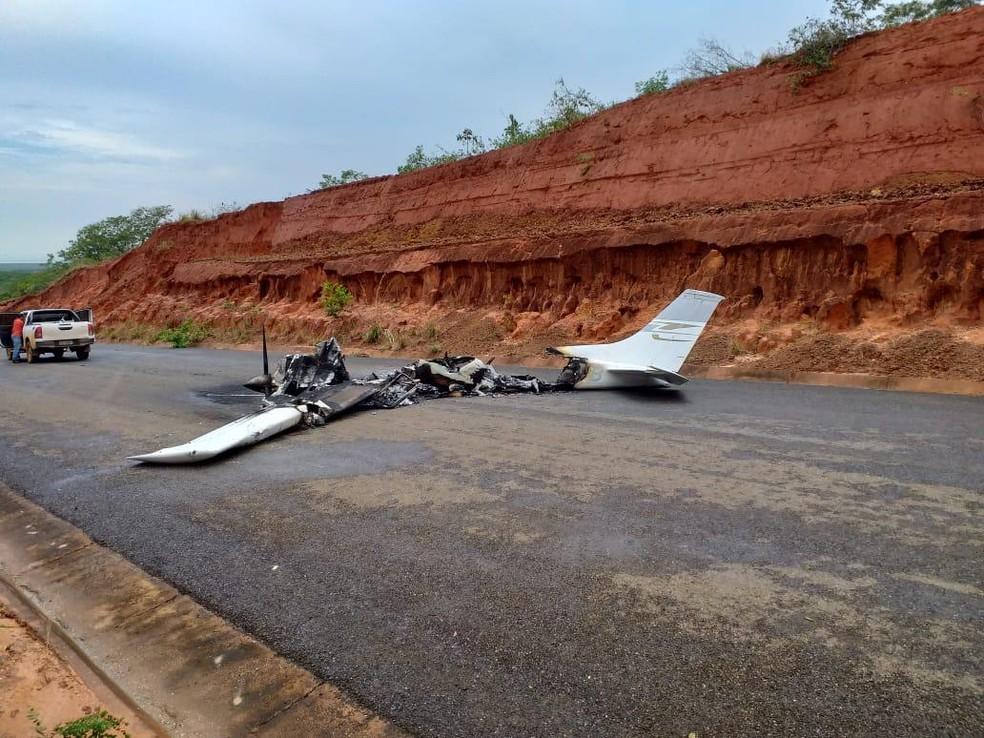 Avião ficou destruído em MT. — Foto: Willian Tessaro
