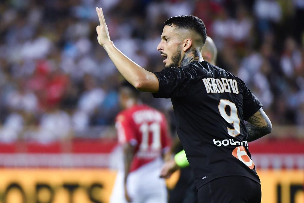 Benedetto atualmente defende o Olympique de Marselha — Foto: YANN COATSALIOU / AFP
