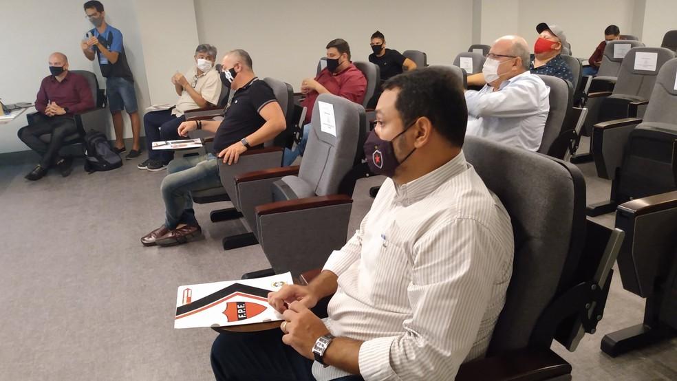 Dirigentes dos clubes chegaram a um consenso, não sem passar por algumas divergências antes — Foto: Expedito Madruga / ge