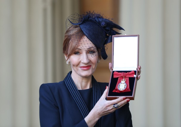 J.K Rowling ganha medalha da família real britânica (Foto: Getty Images)