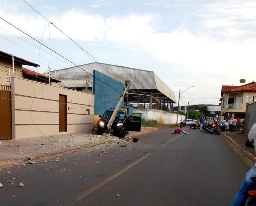 Suspeito foi mobilizado por motorista da caminhonete e por moradores — Foto: Divulgação