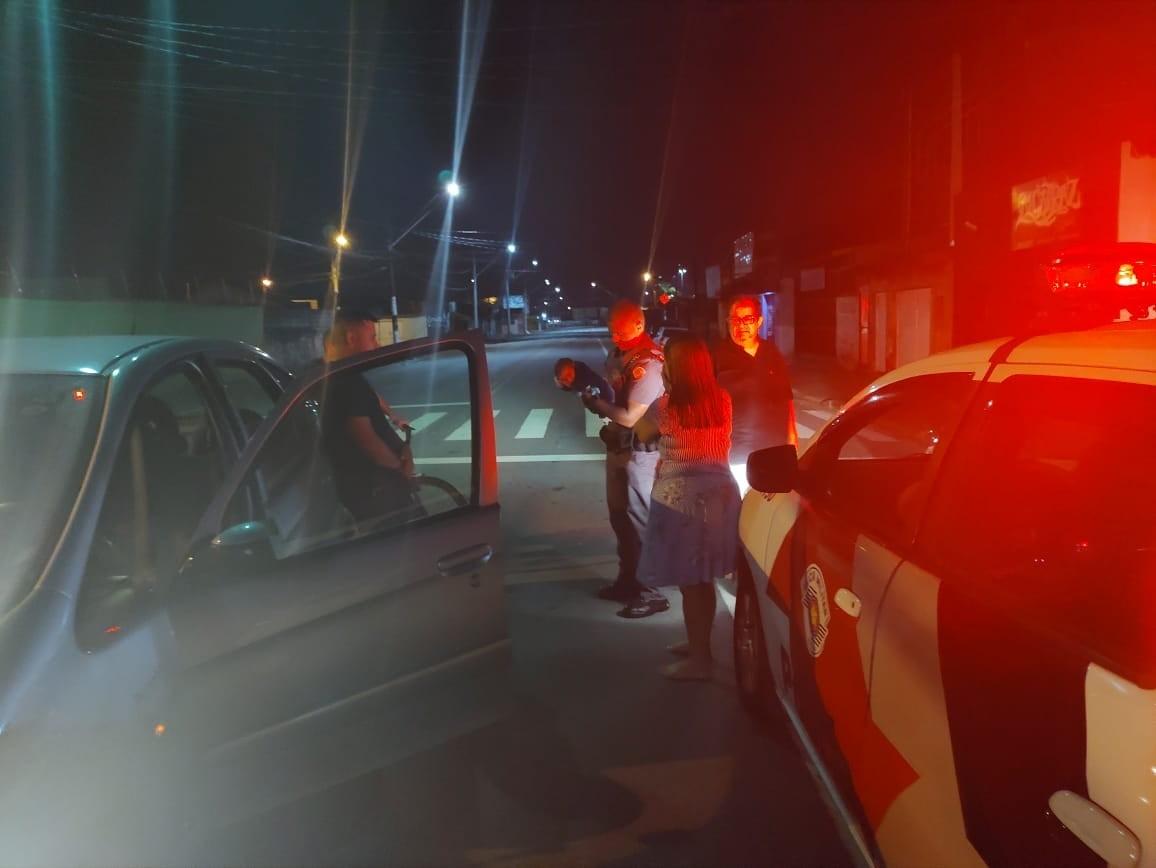 Policiais salvam recém-nascido que se engasgou com leite no litoral de SP: 'No lugar certo, na hora certa'
