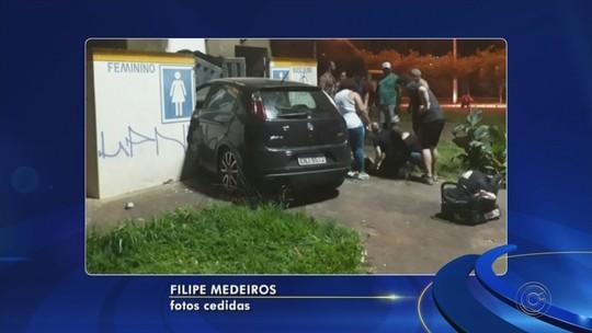 Motorista passa mal e invade banheiros de praça com carro em Nova Granada