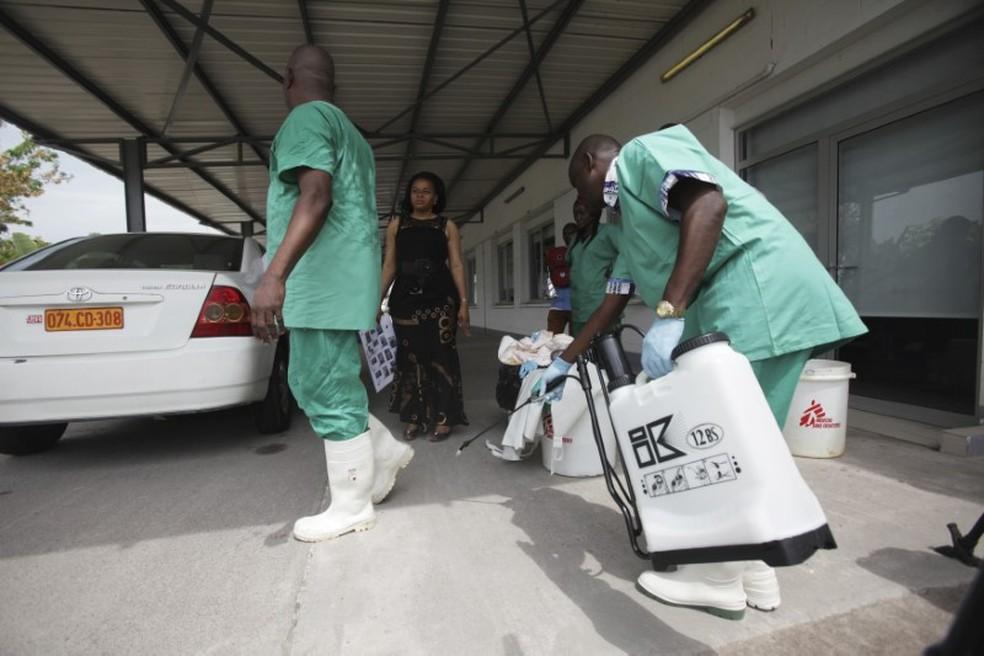 -  Agentes de saúde trabalham para o controle do ebola no Congo; novos casos preocupam OMS  Foto: Media Coulibaly/Reuters