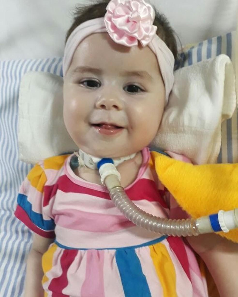 Família faz campanha para conseguir medicamento para Valentina Tomé (Foto: Reprodução/Facebook/AME Valentina Tomé)