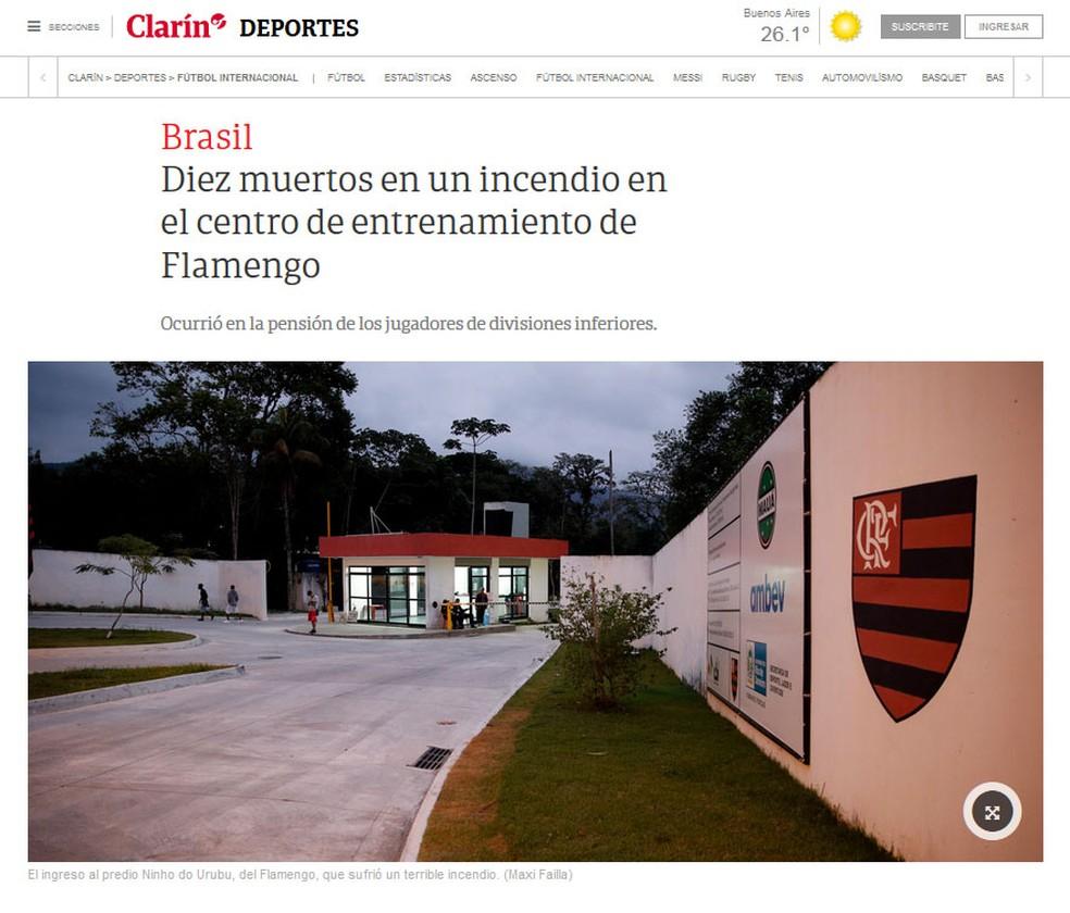 Site do 'Clarín' noticia mortes em incêndio em centro de treinamento do Flamengo no rio de Janeiro — Foto: Reprodução/Clarín