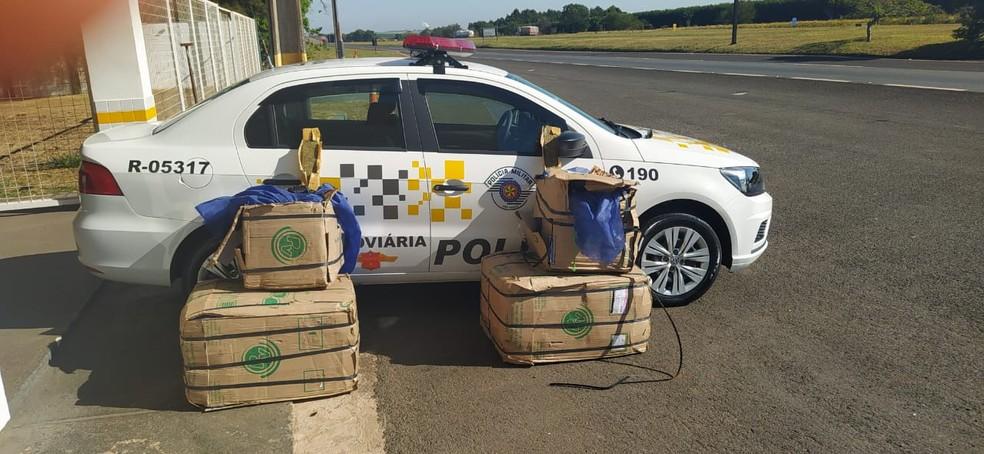 Drogas são achadas dentro de compartimento de carga de um ônibus em Avaré — Foto: Divulgação/Polícia Militar Rodoviária