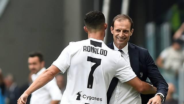 Cristiano Ronaldo comemora com Massimiliano Alegri