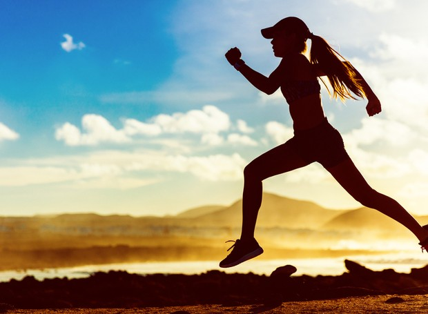 Natação, tai chi chuan e treinos de força são três dos melhores exercícios físicos para o corpo (Foto: Shutterstock/ Reprodução)