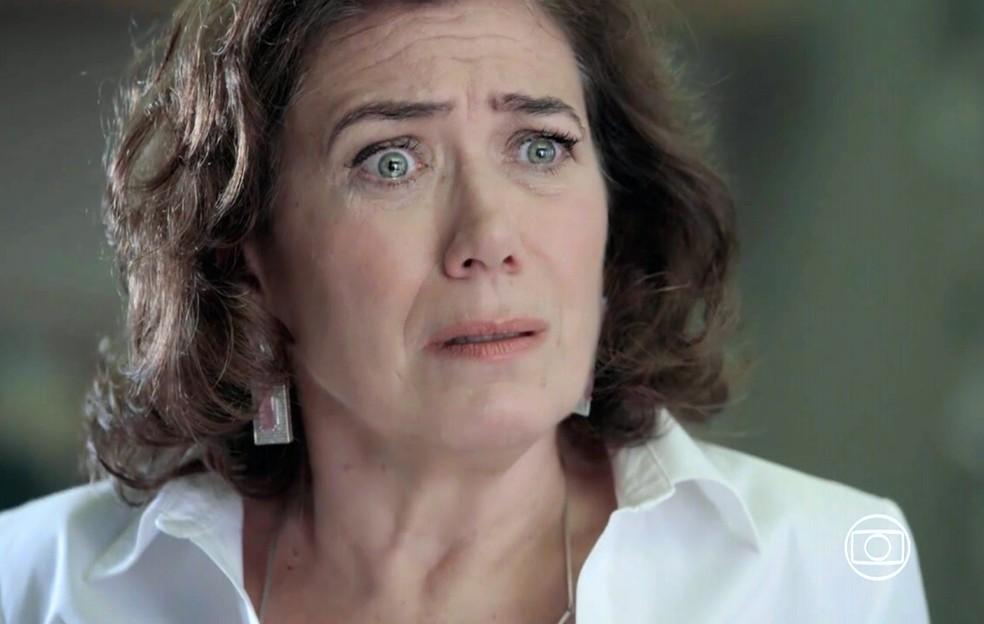 Maria Marta (Lilia Cabral) fica horrorizada quando Silviano (Othon Bastos) conta que descobriram que eles foram casados - 'Império' — Foto: Globo