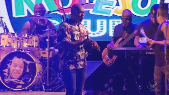 Belas embalam 3ª noite de carnaval no Vermes e Cia ao som do Grupo Molejo em Muzambinho, MG