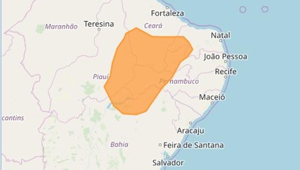 Alerta laranja, com maior risco de incêndios florestais e à saúde, é válido para 70 cidades do Sertão paraibano — Foto: Inmet/Reprodução