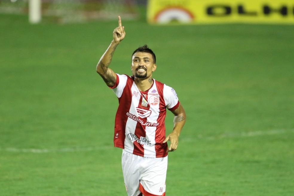 Kieza comemora gol do Náutico sobre Guarani — Foto: Marlon Costa/Pernambuco Press