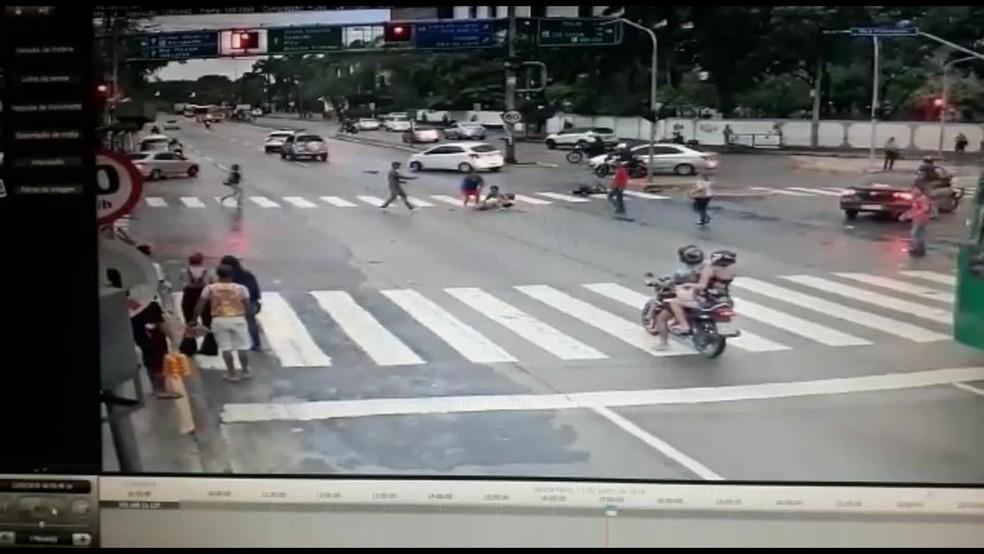 Cadeirante foi atropelada no Paissandu, no Centro do Recife — Foto: Reprodução/WhatsApp