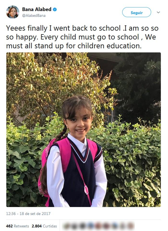 Menina que usou Twitter para denunciar guerra na Síria comemora volta à escola