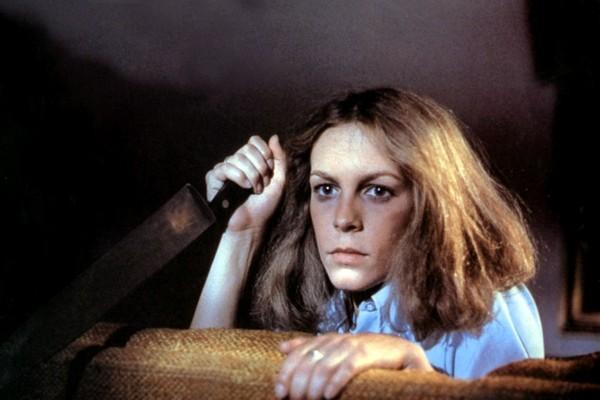 Jamie Lee Curtis em cena de Halloween (1978) (Foto: Reprodução)