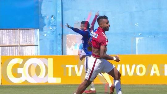 """Ataque passa em branco, mas Alex Santana salva Paraná da derrota: """"Determinação"""""""