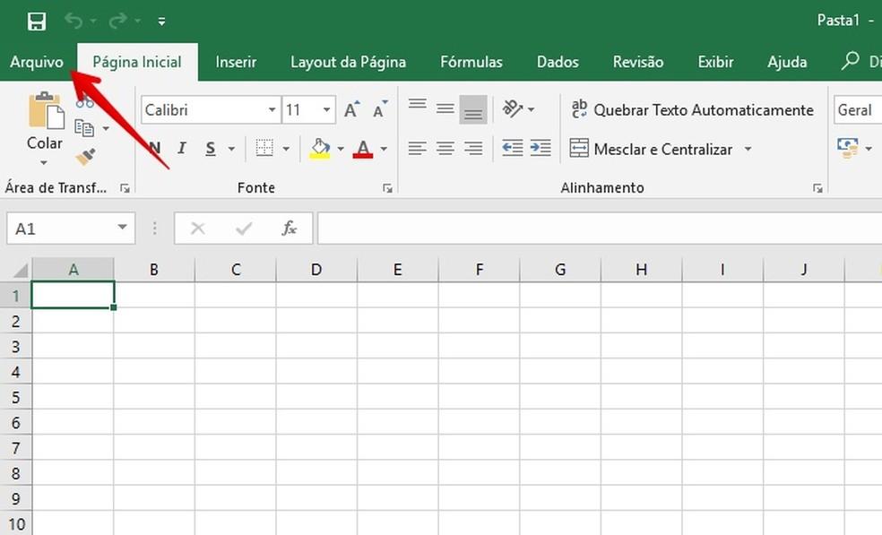 """Acesse o menu """"Arquivo"""" do Excel para abrir mais opções — Foto: Reprodução/Helito Bijora"""