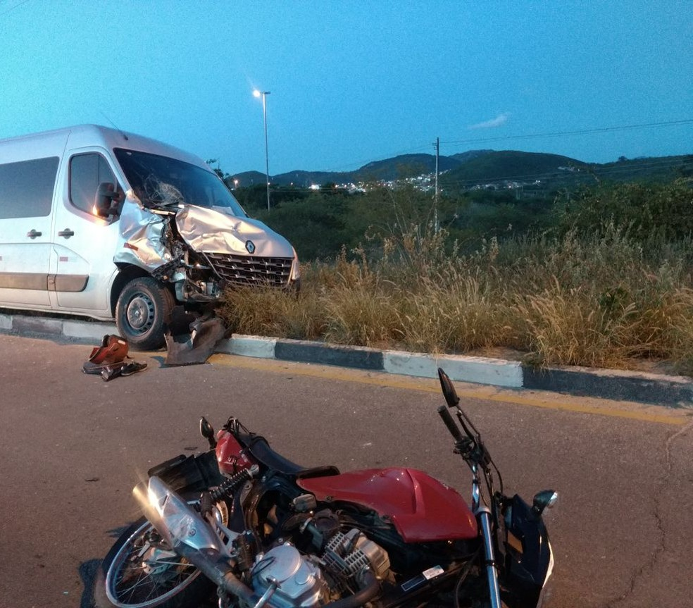 Acidente aconteceu na tarde desta sexta (23) em Caruaru (Foto: Reprodução/WhatsApp)