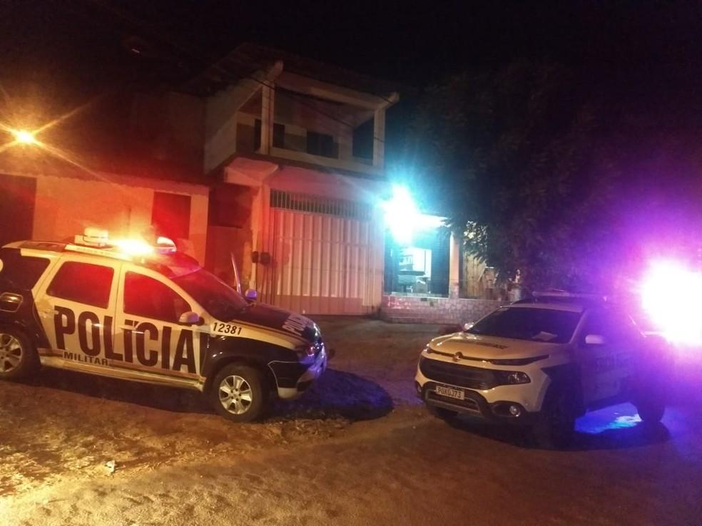 Dono de mercantil é morto a tiros no bairro Coité, em Caucaia, na Grande Fortaleza. — Foto: Brenda Albuquerque/ SVM
