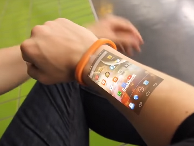 LumiWatch. Dispositivo vestível usa sistema Android 5.1 e permite conexão Wi-Fi (Foto: Reprodução/YouTube)