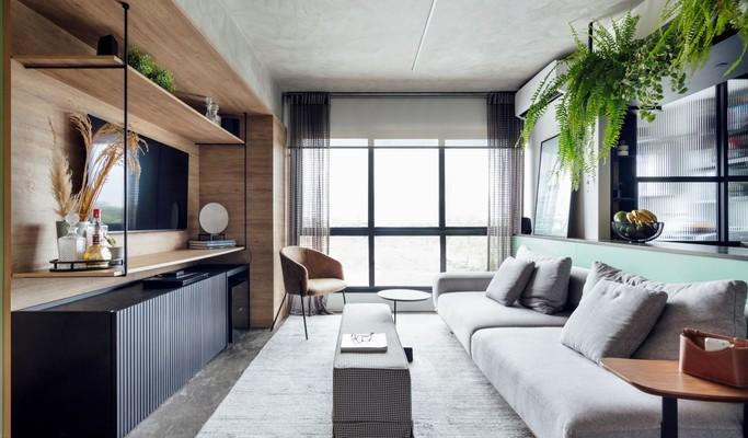 Cozinha e sala são integradas após reforma em apartamento de 60 m²
