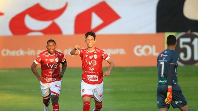 Henan marcou dois gols para o Vila Nova contra o Remo