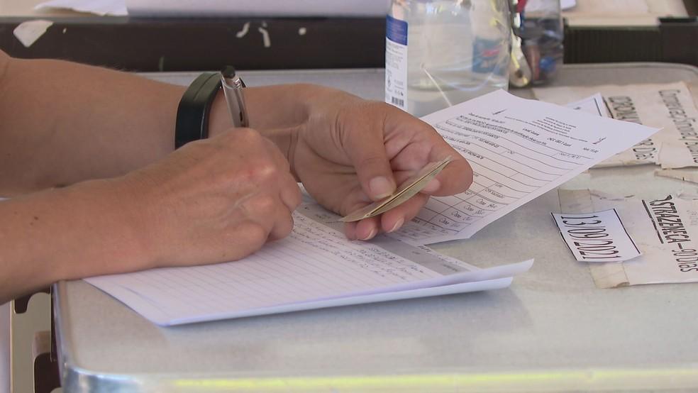 Vacinação contra Covid-19 no DF — Foto: TV Globo / Reprodução