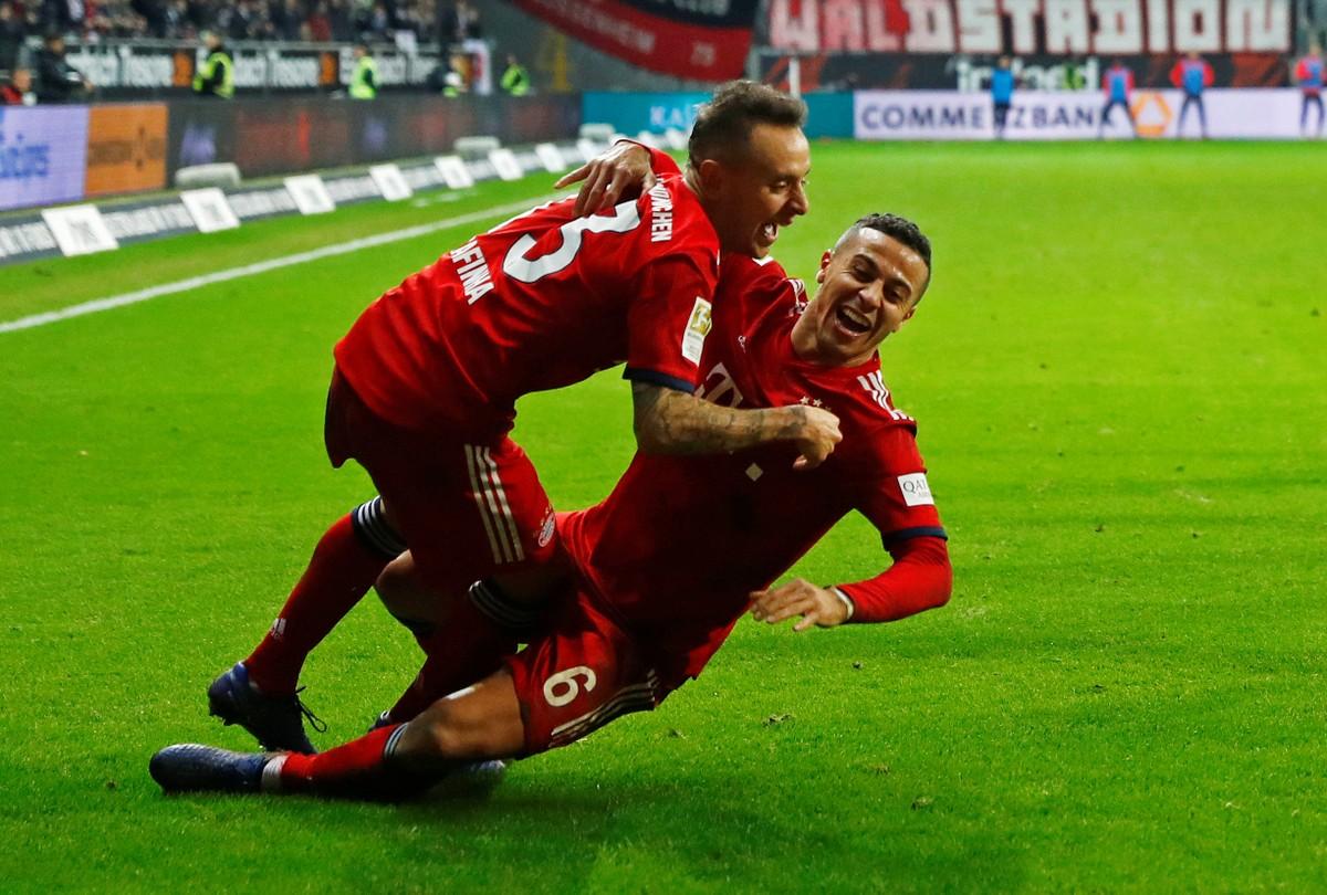 Resultado de imagem para Bayern vence Eintracht Frankfurt e assume vice-liderança do Alemão; Ribéry e Rafinha se destacam