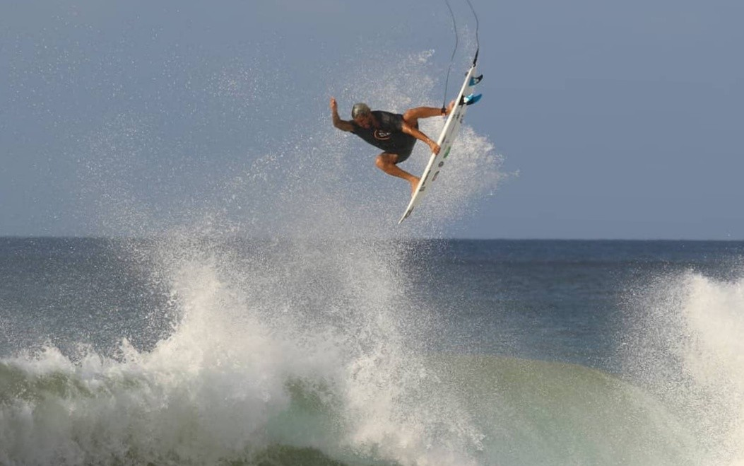 Ouro de Ítalo Ferreira é comemorado em Fernando de Noronha, onde surfista treinou para as Olimpíadas de Tóquio