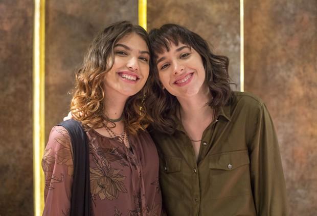 Giovanna Grigio e Manoela Aliperti (Foto: TV Globo/Marília Cabral)