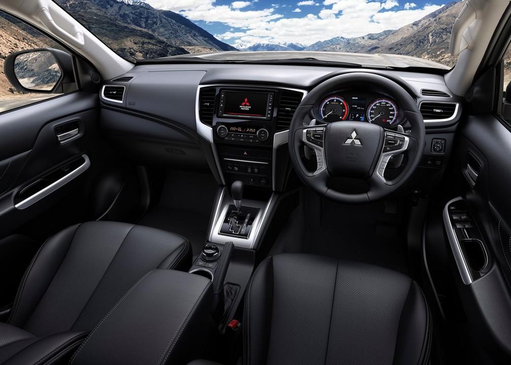 Interior da L200 Triton também passou por alterações — Foto: Divulgação/Mitsubishi