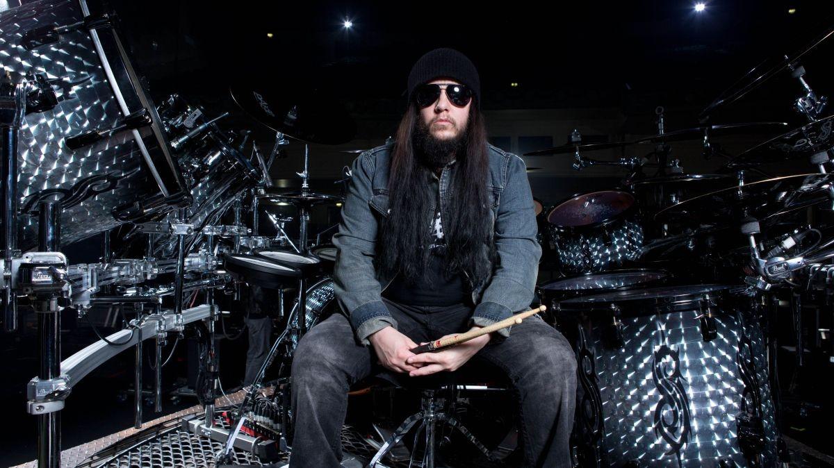 Joey Jordison, membro fundador e ex-baterista do Slipknot, morre aos 46 anos