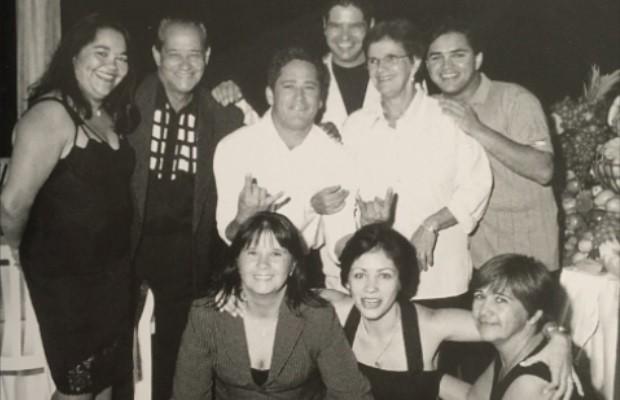 Avelino Costa ao lado dos filhos, dentre eles o cantor Leonardo, e da mulher, Carmen  (Foto: Divulgação/Talismã Music)