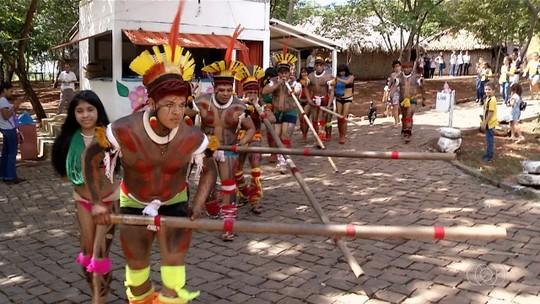 Memorial Serra da Mesa comemora 'Semana do Folclore' com tradições culturais em Uruaçu