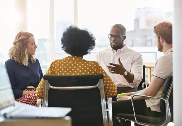 escritório, empresa, homem, mulher, diversidade, inclusão, gênero, negros, racial, reunião, negócios (Foto: Compassionate Eye Foundation/Mark Langridge/Getty Images)