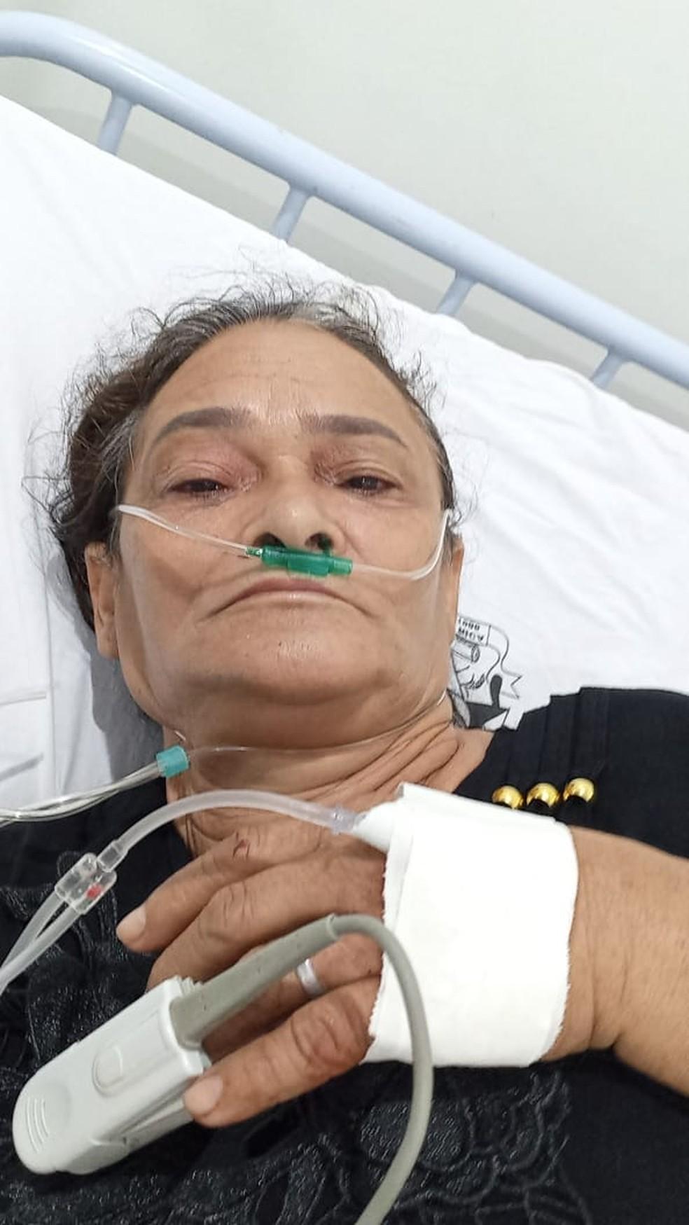 Eva Correia de Souza, de 58 anos, ainda conversou com a família enquanto estava internada — Foto: Arquivo pessoal