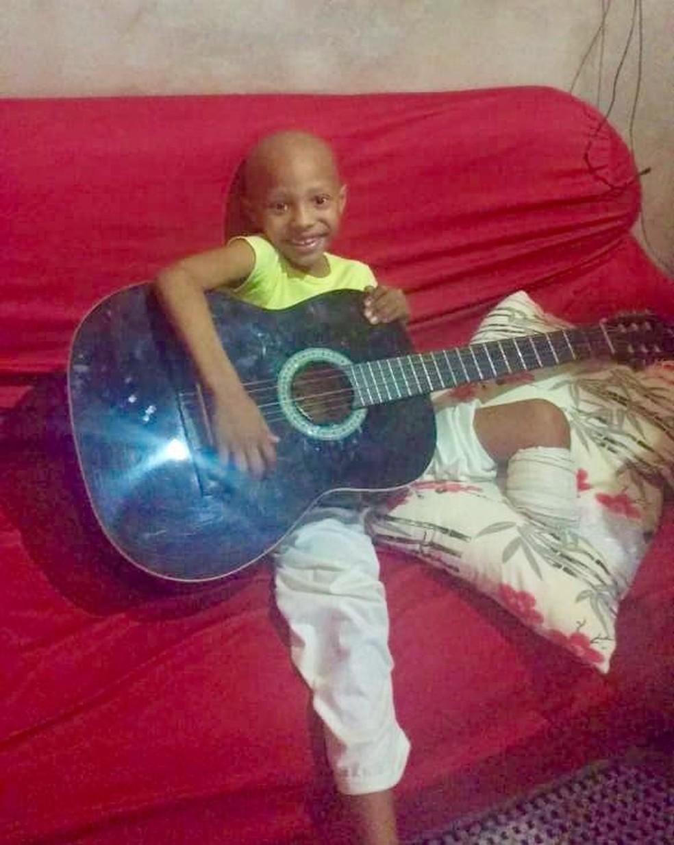 Menina teve diagnóstico de câncer no osso aos 2 anos em MS — Foto: Redes sociais/Reprodução