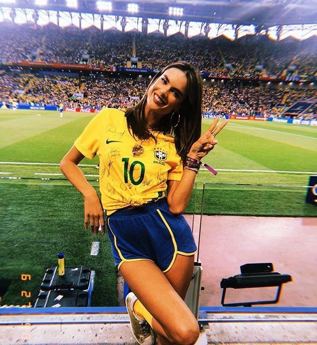 Alessandra Ambrósio no estádio Spartak, em Moscou (Foto: Reprodução/Instagram)