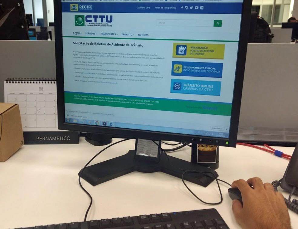 Motoristas podem emitir boletim de ocorrência no site da CTTU (Foto: Pedro Alves/G1)