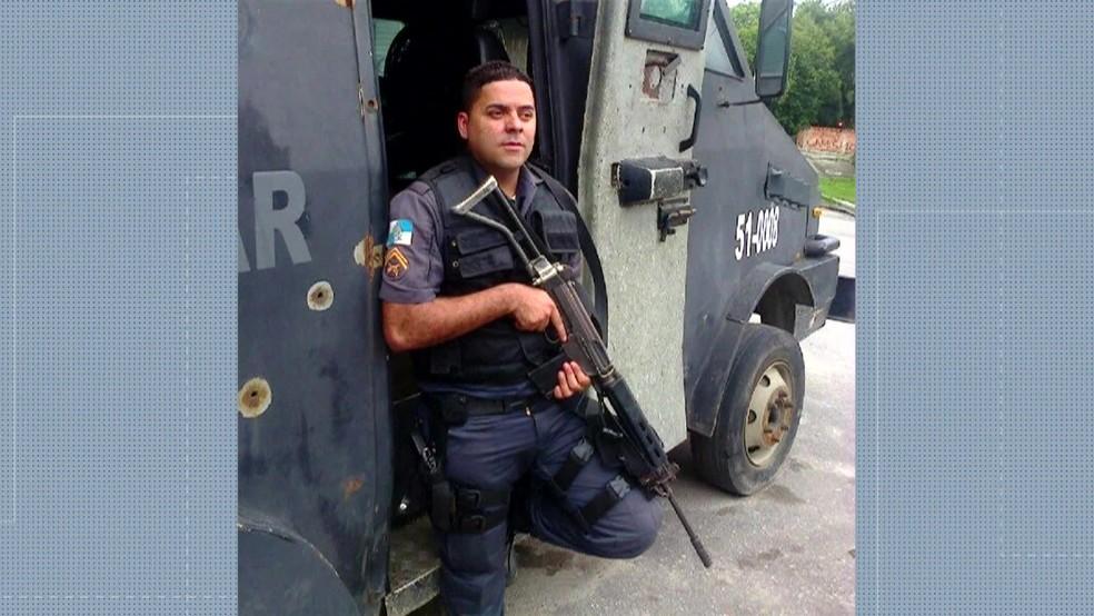 O PM Douglas Fontes foi morto em Duque de Caxias na madrugada desta quinta-feira (7) (Foto: ReproduA�A?o/ TV Globo)