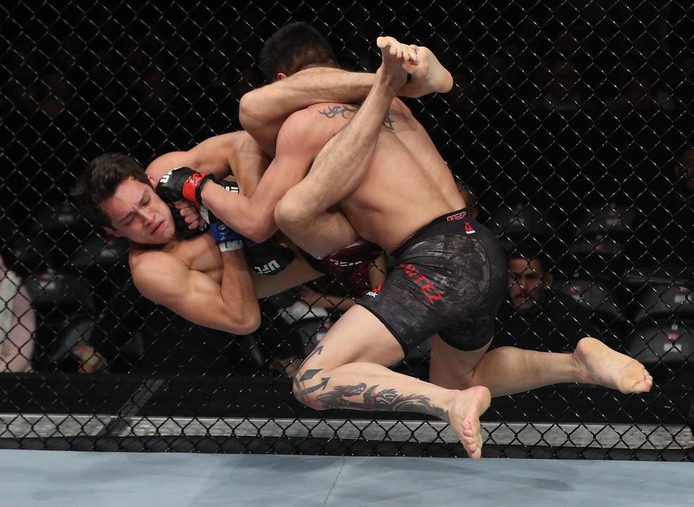 Gabriel Benitez aplicou um bate-estaca para nocautear Humberto Bandenay (Foto: Buda Mendes/Zuffa LLC / Getty Images)