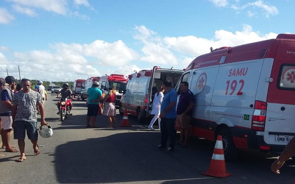 Ambulâncias do Samu de vários municípios do Sertão foram acionadas (Foto: Reprodução/TV Sergipe)