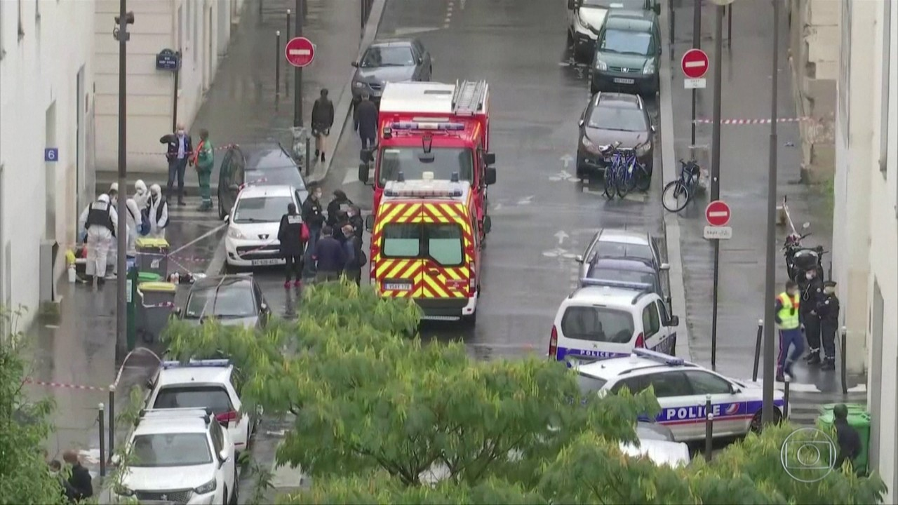 Suspeito de ataques a faca em Paris confessa que tinha Charlie Hebdo como alvo