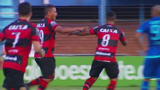 Focado na dieta, Walter comemora mais um gol e bom momento no Atlético-GO