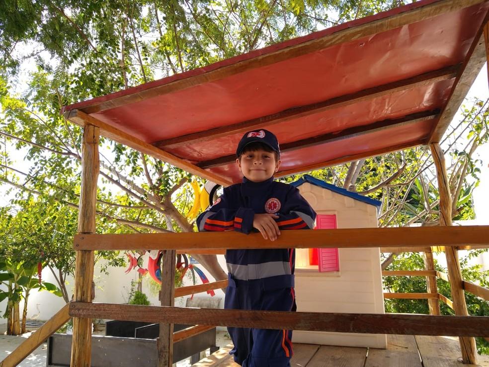 Walter Neto aluno do projeto Samuzinho que salvou o primo de engasgo — Foto: Rafaela Leal / G1 PI