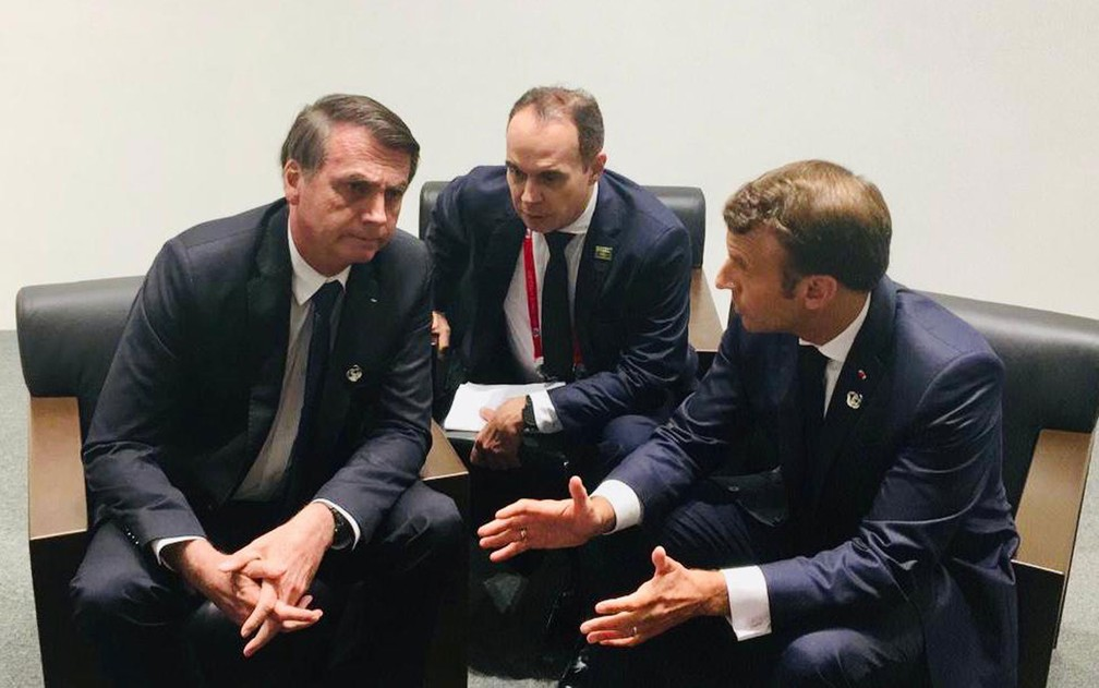 Encontro entre o presidente Jair Bolsonaro e o presidente francês Emmanuel Macron — Foto: TV Globo